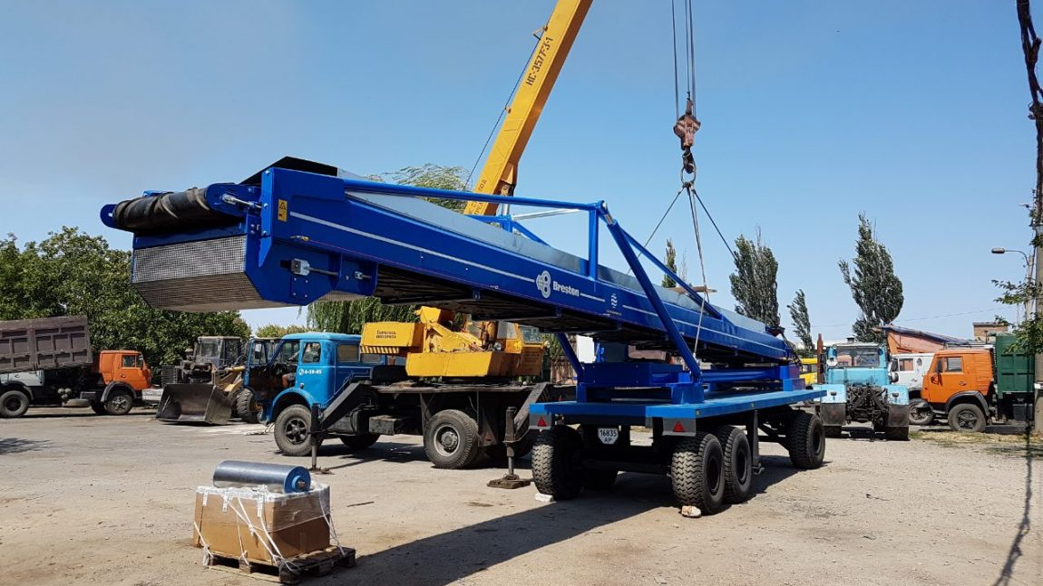 Transportation of handling equipment for bulk goods